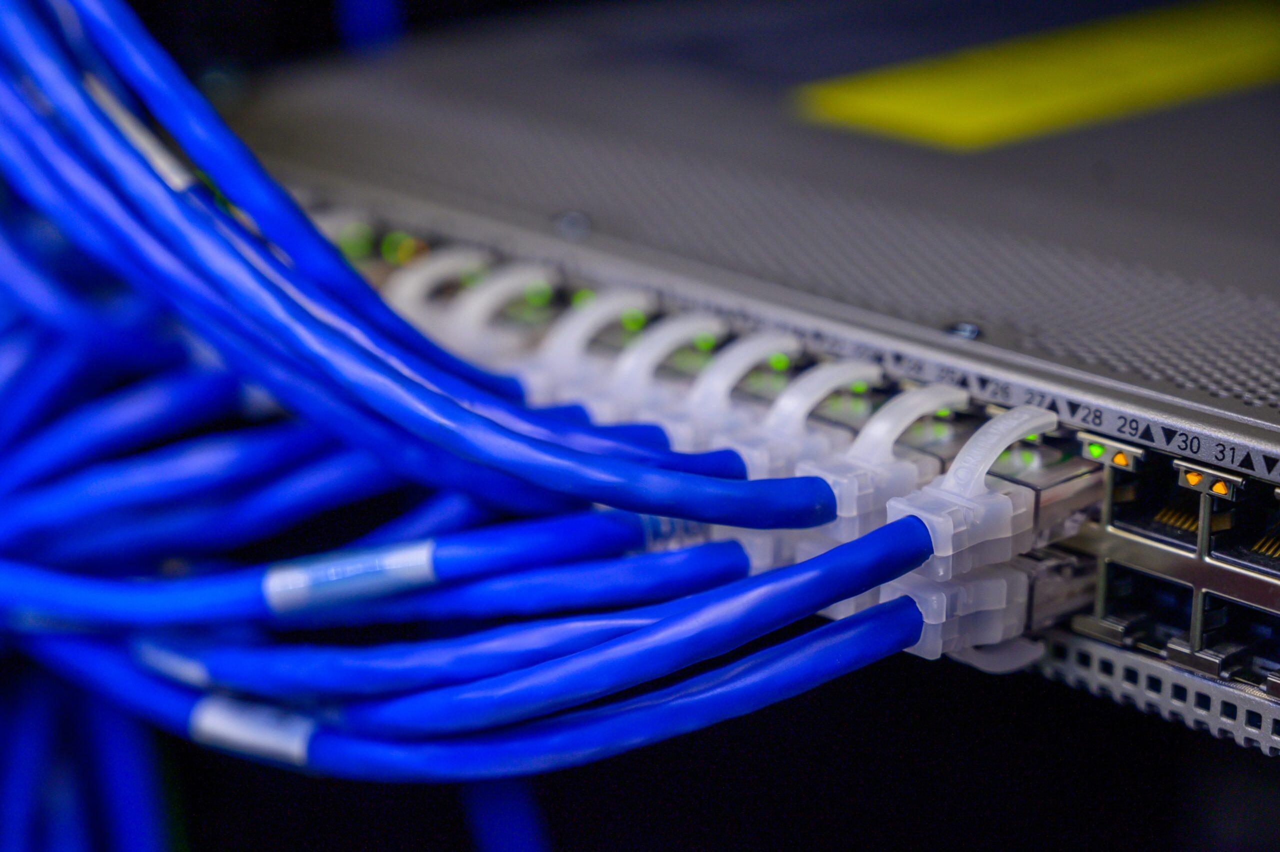 Cum se poziționează România în prezent în topul vitezelor mondiale la internet fix și mobil