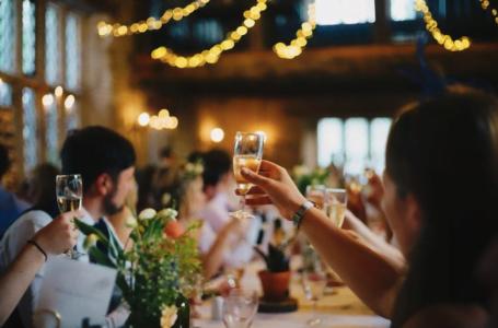 Cum să te îmbraci la nuntă dacă ești soacră