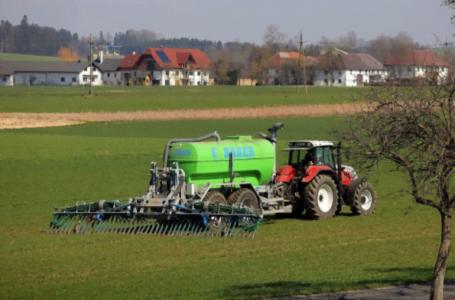Cum se face fertilizarea plantelor și legumelor