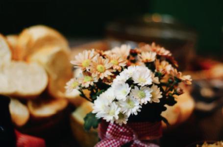 Cauți aranjamente florale deosebite, la prețuri foarte bune? Sunt disponibile la Maison d'Or!