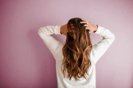 Cum poți preveni și trata căderea excesivă a părului?
