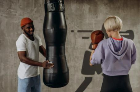 Antrenamente în pandemie: Cum se lovește corect un sac de box?