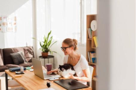 Cum îți amenajezi biroul de acasă dacă lucrezi în regim remote