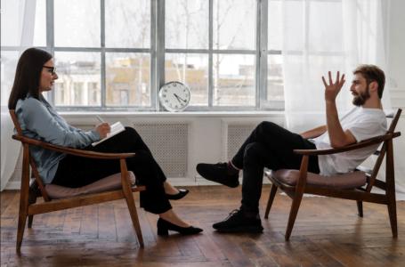 Cât de bine funcționează terapia online la psiholog?