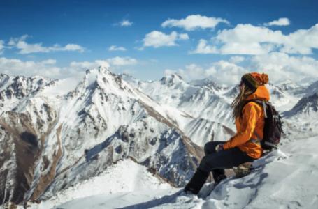 Cum alegi corect o geacă pentru activități montane