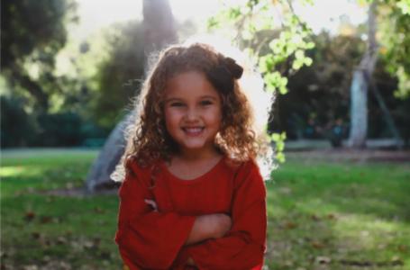 3 criterii de care să ții cont când alegi hainele pentru fetița ta